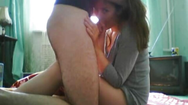 همسر سوار خروس سیاه در حالی که شوهر دانلودفیلم سوپردوجنسه تماشا می کند و خودارضایی می کند