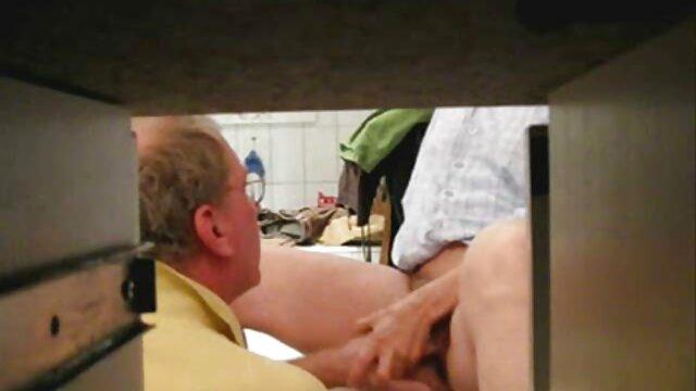 لوسی کلاین دوست دختر دیک باباش را دانلودفیلم سوپر وسکسی در الاغ خود می گیرد