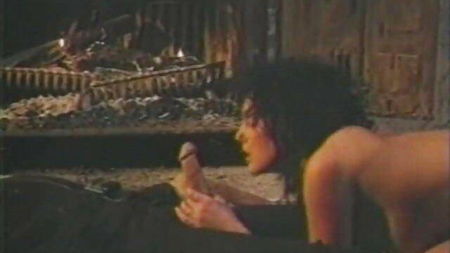 نوجوان کوچک دانلودفیلم سوپرکوتاه صورت خود را می گیرد